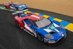 #68 Ford Chip Ganassi Racing, Ford GT: Joey Hand, Dirk Müller, Tony Kanaan; #69 Ford Chip Ganassi Ra