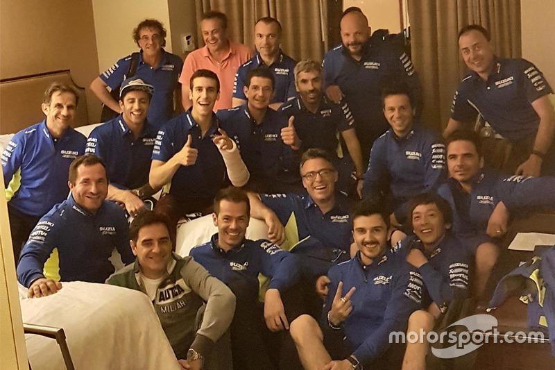 Alex Rins, Team Suzuki MotoGP with his team