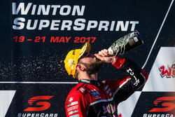 Podium: race winner Shane van Gisbergen, Triple Eight Race Engineering Holden