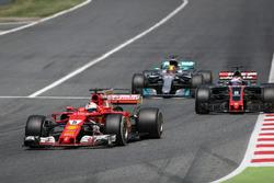 Sebastian Vettel, Ferrari SF70H battles for position, Lewis Hamilton, Mercedes-Benz F1 W08