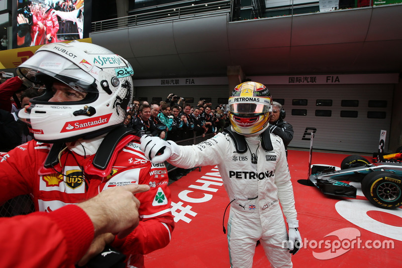 Hamilton saluda con cariño a Vettel, ¿lo hará si pierde en Bahréin?