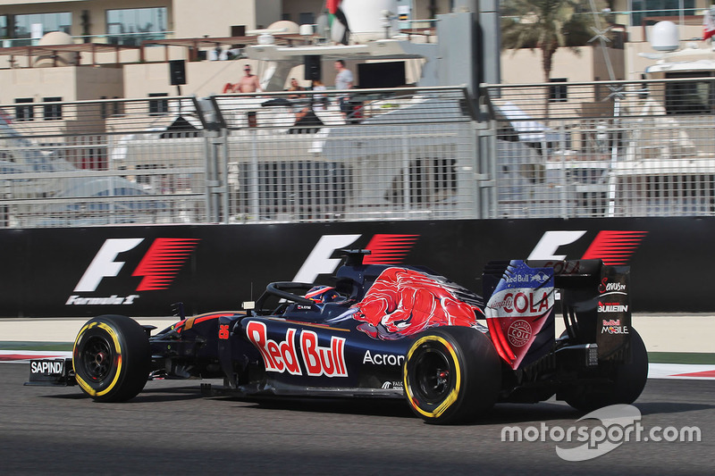 Daniil Kvyat, Scuderia Toro Rosso STR11 con el Halo en el coche