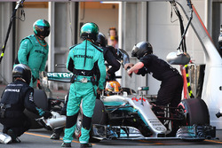 Lewis Hamilton, Mercedes AMG F1 F1 W08  makes a pitstop to change the cockpit surround