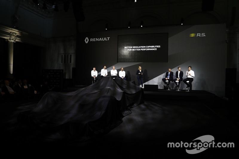 Management des Renault F1 Teams und Partner auf der Bühne