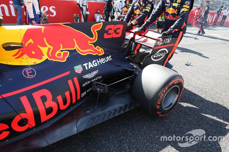 Max Verstappen, Red Bull Racing RB13, detalle de la parte trasera de su auto