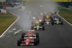 Start: Gerhard Berger, Ferrari F187 leads