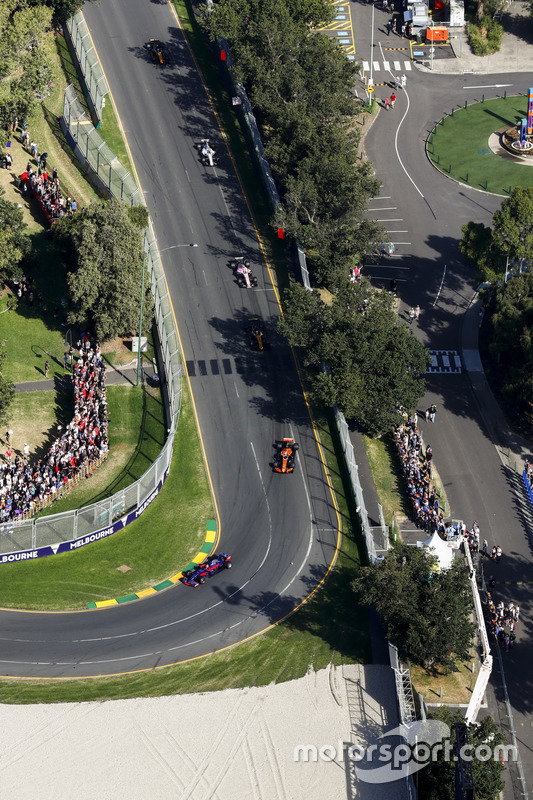 Carlos Sainz Jr., Scuderia Toro Rosso, STR12; Fernando Alonso, McLaren, MCL32; Nico Hülkenberg, Renault Sport F1 Team, RS17