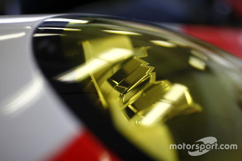 #912 Porsche Team North America Porsche 911 RSR: Kevin Estre, Laurens Vanthoor, Richard Lietz, headlight detail