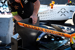 Adjustments being done on the car of Loic Duval, Dragon Racing