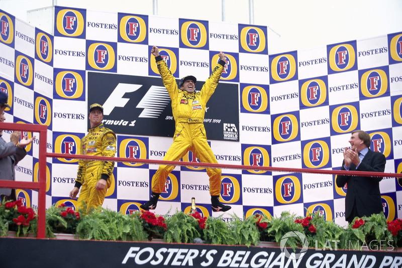 И только Ральф Шумахер не разделял всеобщего ликования – ведь, как ему казалось, победить в этой гонке должен был именно он