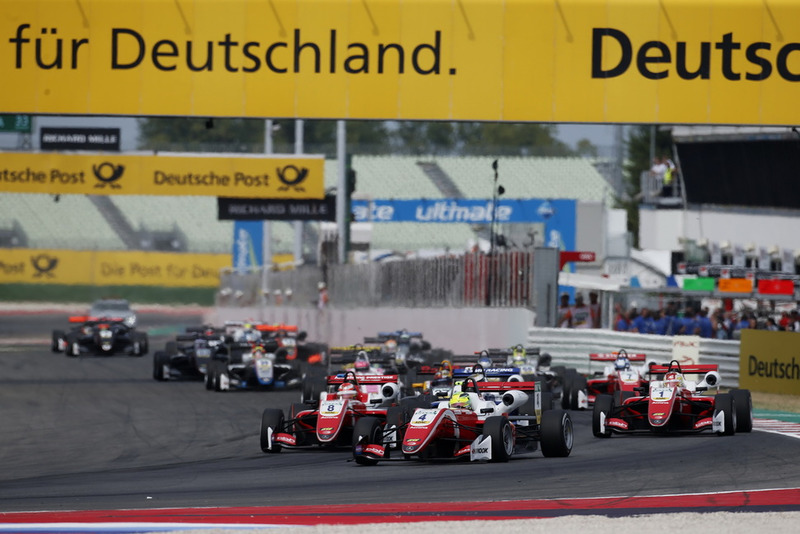Start of the race, Mick Schumacher, PREMA Theodore Racing Dallara F317 - Mercedes-Benz leads