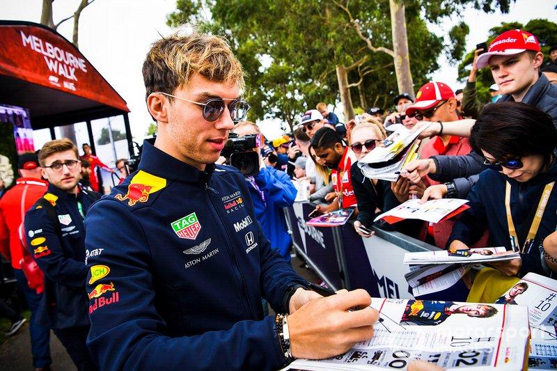 П'єр Гаслі, Red Bull Racing, дає автографи