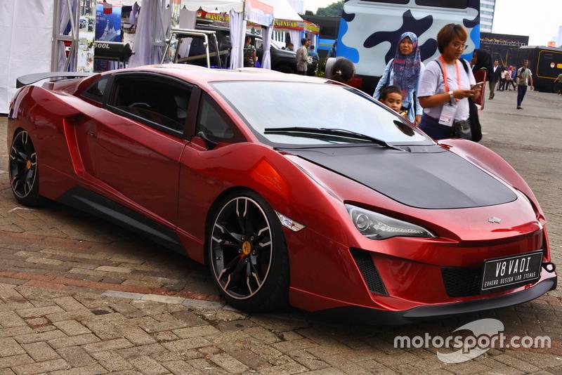 Mobil listrik V8 Vadi