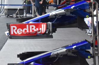 Toro Rosso STR13 front wing detail