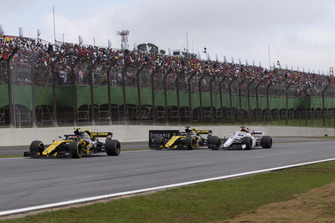 Carlos Sainz Jr., Renault Sport F1 Team R.S. 18, Nico Hulkenberg, Renault Sport F1 Team R.S. 18 ands Marcus Ericsson, Sauber C37