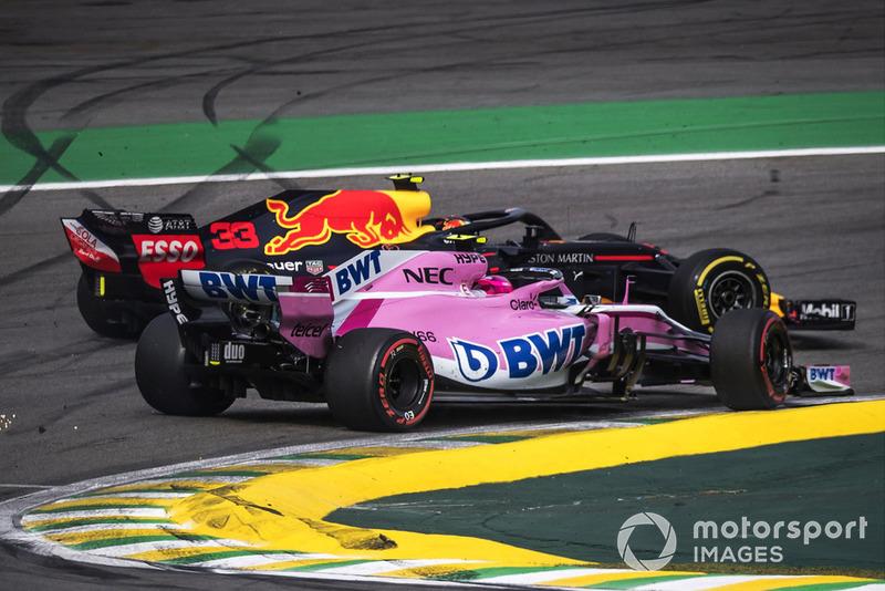 Max Verstappen, Red Bull Racing RB14 y Esteban Ocon, Force India VJM11