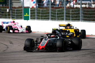Kevin Magnussen, Haas F1 Team VF-18, leads Carlos Sainz Jr., Renault Sport F1 Team R.S. 18, and Esteban Ocon, Racing Point Force India VJM11