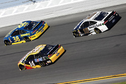 Clint Bowyer, Stewart-Haas Racing Ford Fusion Aric Almirola, Stewart-Haas Racing Ford Fusion