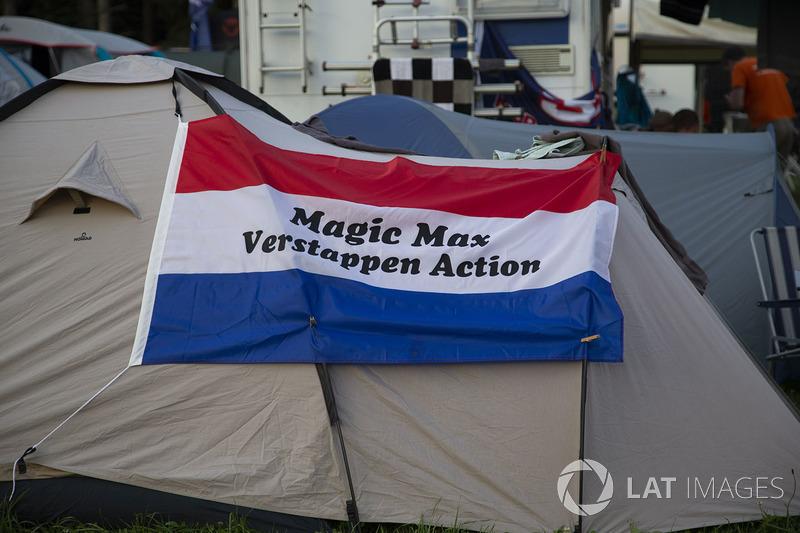 Max Verstappen taraftarları