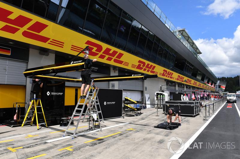 Preparaciones del box del Renault Sport F1 Team