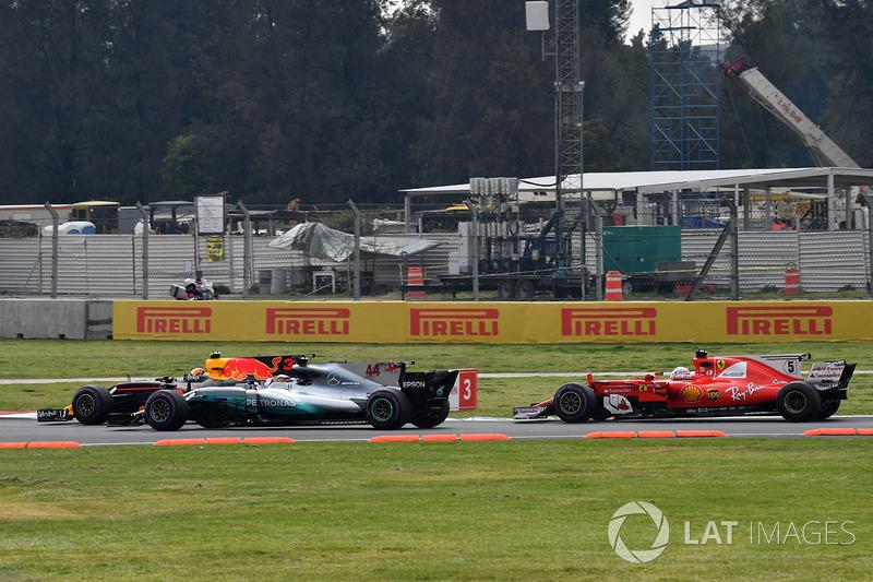 Мак Ферстаппен, Red Bull Racing RB13, Льюіс Хемілтон, Mercedes-Benz F1 W08, Себастьян Феттель, Ferrari SF70H, на старті