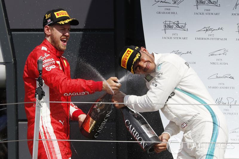Sebastian Vettel, Ferrari, Lewis Hamilton, Mercedes-AMG F1 di podium