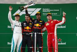 Podyum: Yarış galibi Daniel Ricciardo, Red Bull Racing, 2. Valtteri Bottas, Mercedes AMG F1, 3. Kimi Raikkonen, Ferrari ve Chris Gent, yarış mühendisi