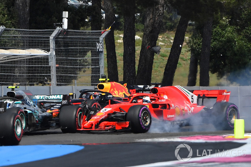 Sebastian Vettel, Ferrari SF-71H locks up and hits Valtteri Bottas, Mercedes-AMG F1 W09
