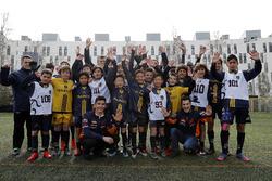 Marc Marquez, Dani Pedrosa, Repsol Honda Team avec de jeunes footballeurs
