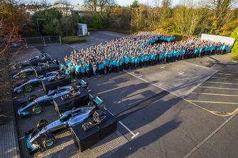 I festeggiamenti del team Mercedes AMG F1 per la vittoria del Campionato del Mondo 2018