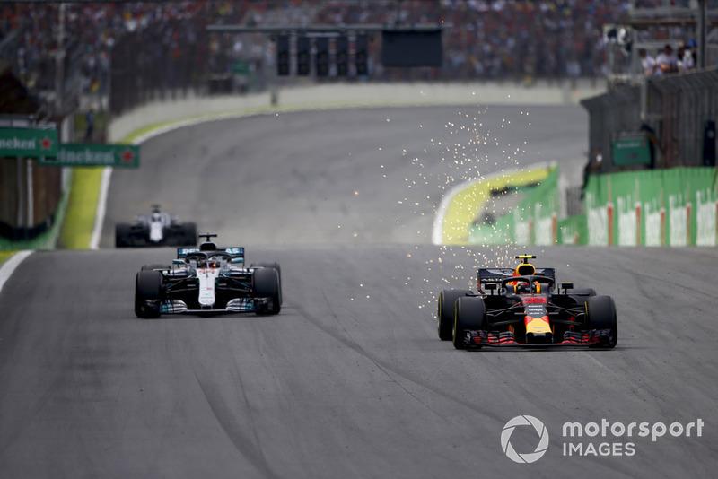 Verstappen krijgt applaus na zijn inhaalactie op Hamilton
