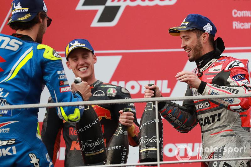 Подіум: друге місце Алекс Рінс, Team Suzuki MotoGP, переможець гонки Андреа Довіціозо, Ducati Team, третє місце Пол Еспаргаро, Red Bull KTM Factory Racing