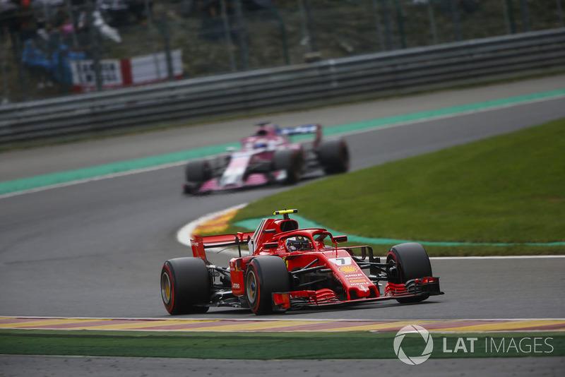 Kimi Raikkonen, Ferrari SF71H, leads Sergio Perez, Racing Point Force India VJM11