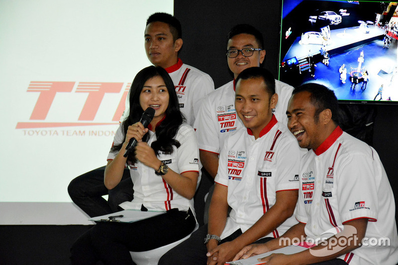Pembalap Toyota Team Indonesia: Demas Agil, Anjasara Wahyu, Alinka Hardianti, Adrianza Yunial, Harri Darma Manoppo