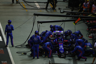 Brendon Hartley, Toro Rosso STR13, in the pits