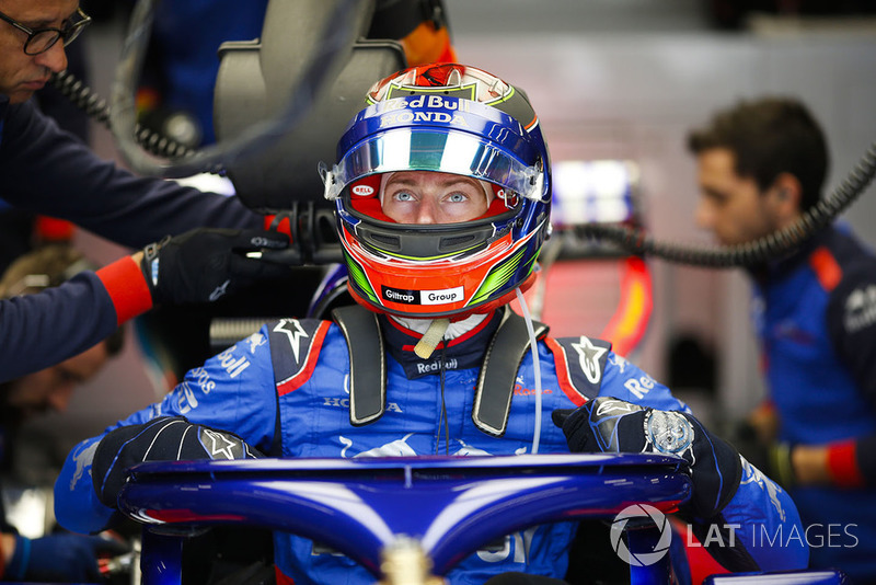 Brendon Hartley, Toro Rosso, enters his cockpit