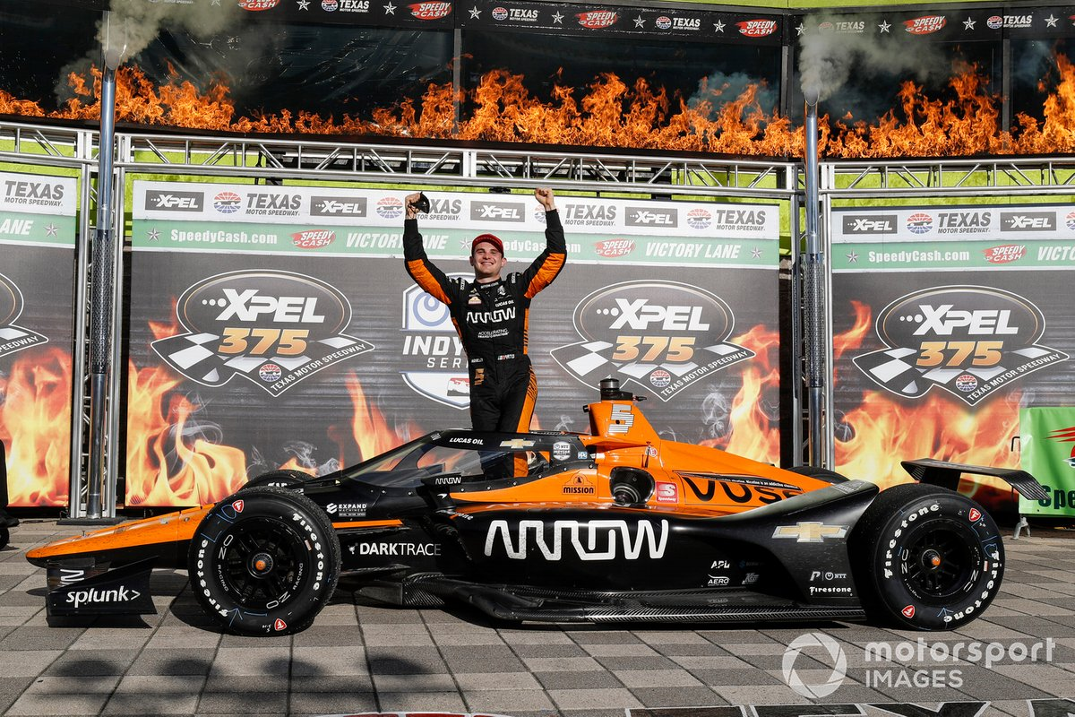 Patricio O'Ward, Arrow McLaren SP Chevrolet celebrates in victory lane