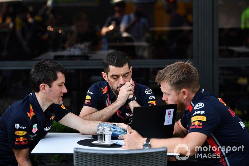 Инженеры Red Bull Racing