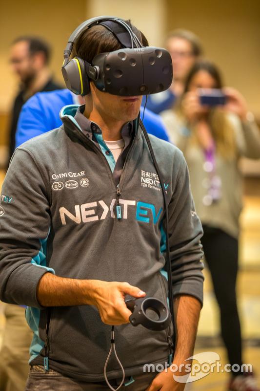 Nelson Piquet Jr., China Racing test virtual reality gadgets