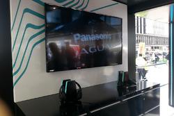 Cuffie nello stand Panasonic Jaguar Racing