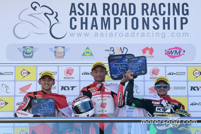 Podium AP250: Mario Suryo Aji, Rheza Danica, Astra Honda Racing Team dan AM Fadly, Manual Tech KYT Kawasaki Racing
