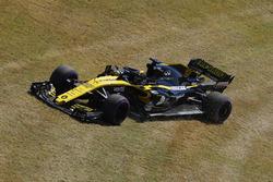 Nico Hulkenberg, Renault Sport F1 Team R.S. 18, runs wide