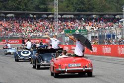 Lewis Hamilton, Mercedes-AMG F1, nella drivers parade