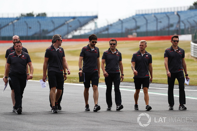 Kevin Magnussen, Haas F1 Team, mengitari lintasan