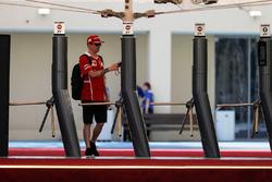 Kimi Raikkonen, Ferrari, à l'entrée du paddock