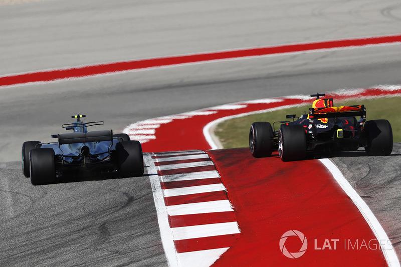 Valtteri Bottas, Mercedes AMG F1 W08, battles with Max Verstappen, Red Bull Racing RB13