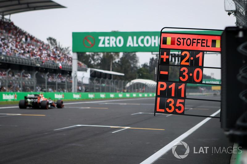 Letrero de Stoffel Vandoorne, McLaren MCL32