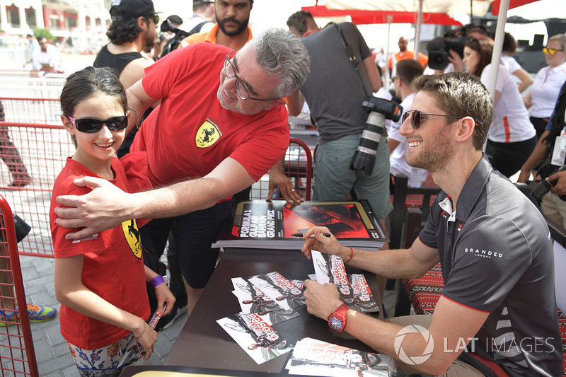 Romain Grosjean, Haas F1 fans photo
