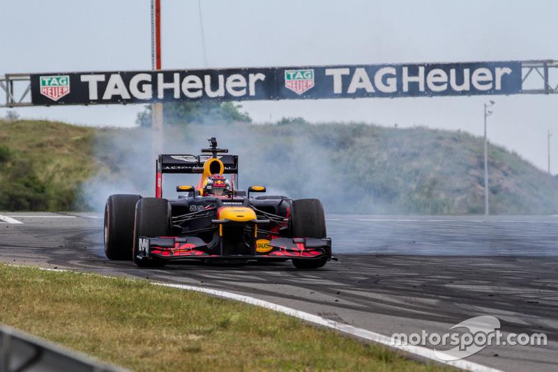 Max Verstappen liet zich zes keer met de RB8 zien