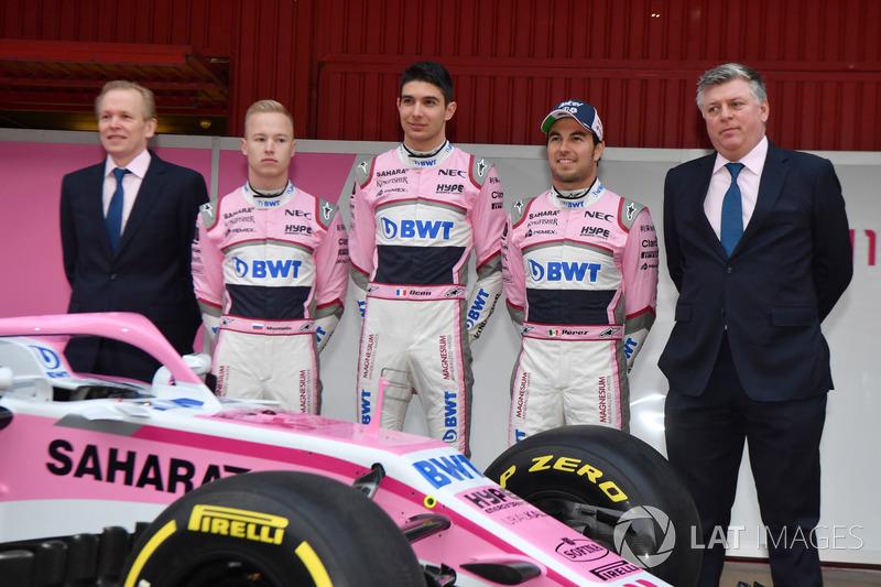 Andrew Green, direktur teknis, Nikita Mazepin, Esteban Ocon, Sergio Perez, Otmar Szafnauer, COO Sahara Force India Formula One Team